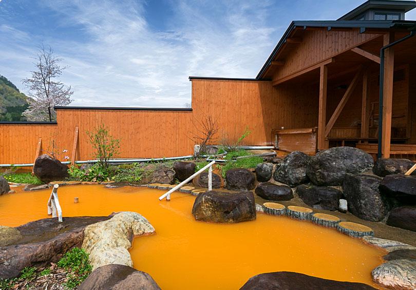 自然浴も楽しめる露天風呂